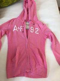 Rosa Abercrombie & Fitch zip-up hoodie