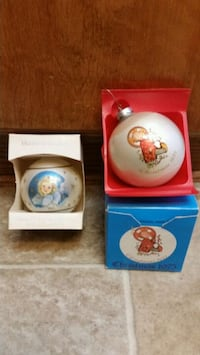 2 Vintage Christmas Ornaments 1975 And 1979. 2 For $7.00