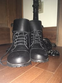 Pair of NNew pair of black leather combat boots size 7 Ashland, 41102