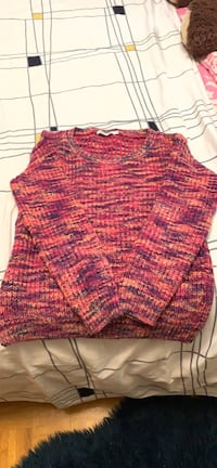 Knit long sleeve sweater- size small