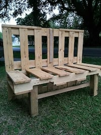 wooden bench negotiable Lafayette, 70501
