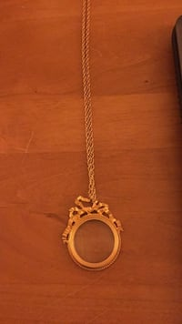 Gold necklace with glass charm Clarksville, 21029