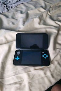 2ds xl ( for parts or fix ) Coquitlam, V3J 6W5