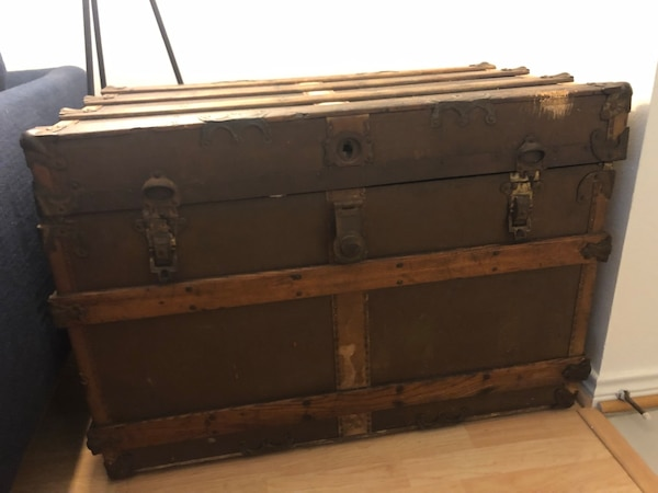Antique wood Trunk from 1902 4c839d81-908c-41ae-91e0-2e2c45868158