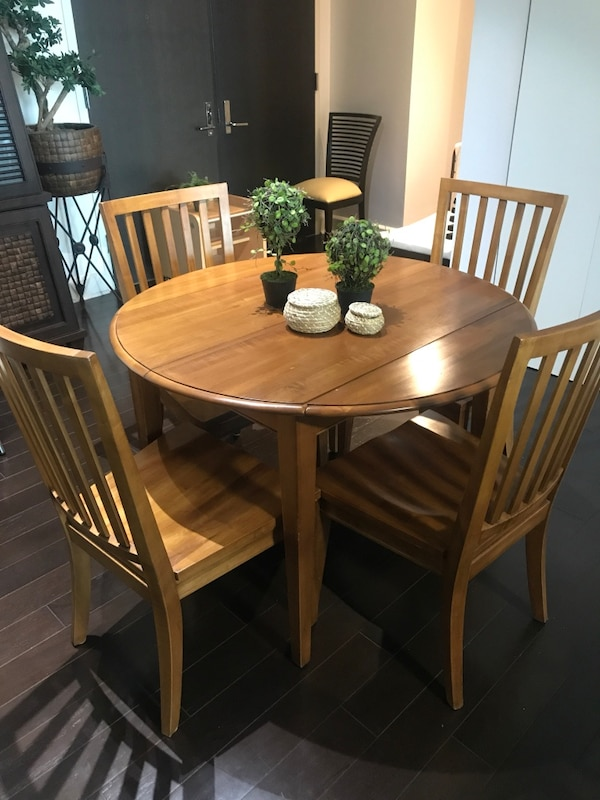 Ethan Allen Round 43 Table And Chairs