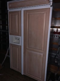brown wooden 2-door cabinet Pompano Beach, 33069