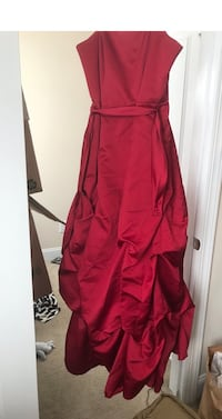 Red Ball Gown Sz 14 $100obo Jacksonville, 28546