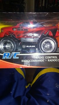 Selling my 2 remote control truck and helicopter Hamilton, L8M 2K3
