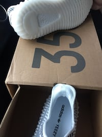 White and blue adidas yeezy boost 350 on box Katy, 77449