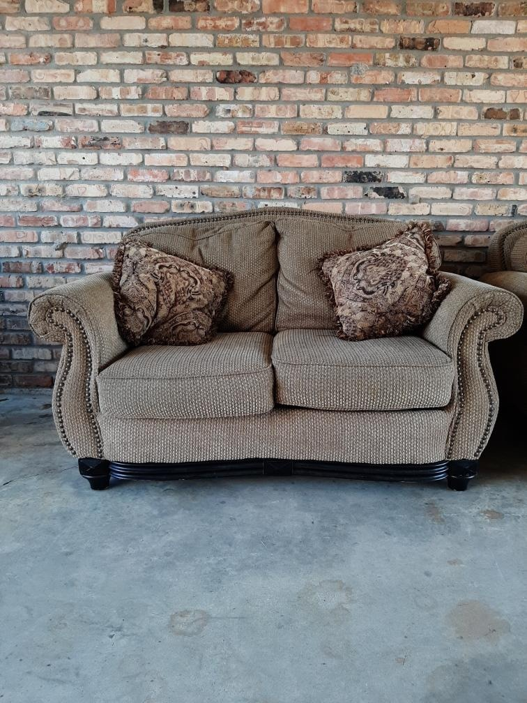 Photo Love seat and two chairs