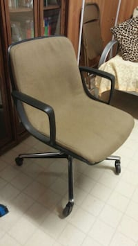 Vintage comfy rolling chair Kingston
