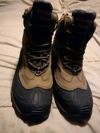 Columbia hiking boots size 11