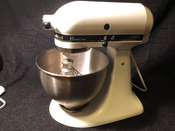 KitchenAid classic plus stand mixer in white