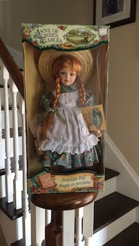 Anne of Green Gables porcelain doll in box Barrie