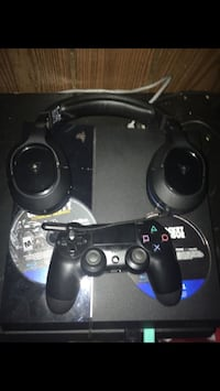 Ps4 bundle with controller and games and headphones Thornton, 80229