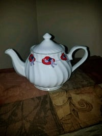 Red Hat Society Tea Pot  Damascus, 20872
