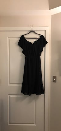 black scoop neck cap sleeve dress