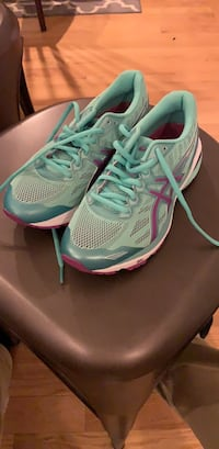 Asics GT-1000  5, new, size 6 Columbia, 21044