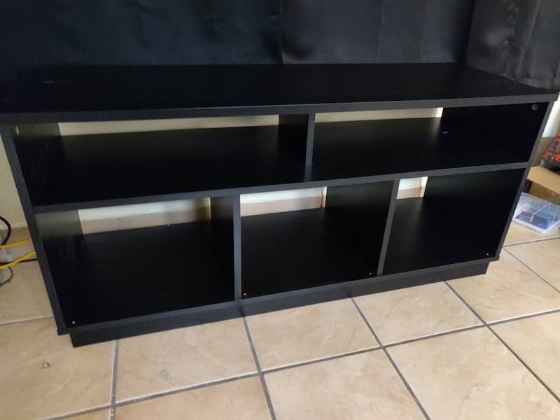 Living room tv stand f72508f9-c66b-49bf-b2e3-1f4acb39444e