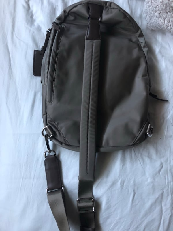 TUMI Backpack  64f32e4b-b7ba-40c1-a4e8-11035661a995