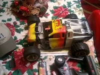 grey and yellow Traxxas RC buggy Vaughn, 59487