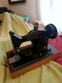 black and brown Singer sewing machine Owen Sound, N4K 1L1