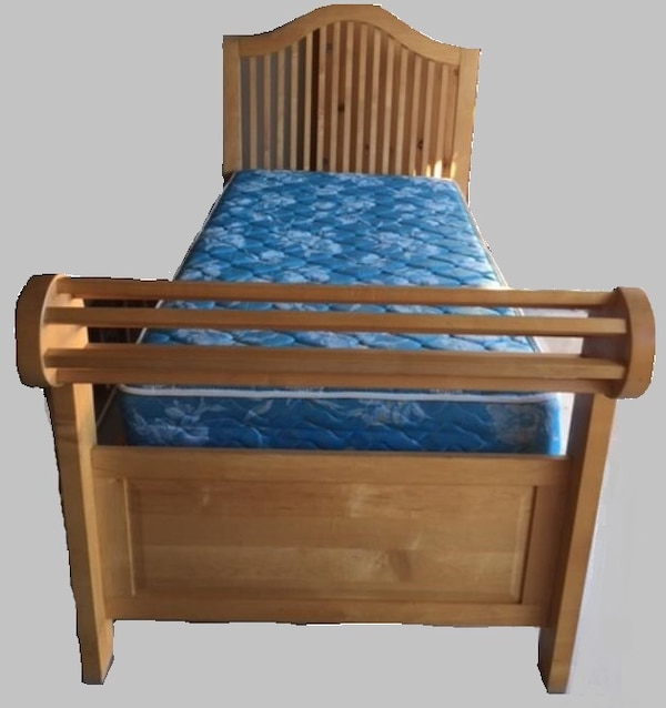 Amish sleigh-bed 1