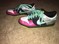 Pair of white-and-pink nike sneakers 6.5 Kimball, 57355