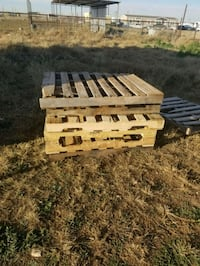 wooden pallets good condition looking for extra $$ Midland, 79706
