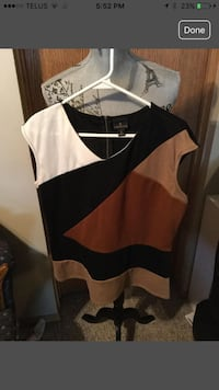 Brown and black v-neck cap-sleeved blouse zipper in the back.