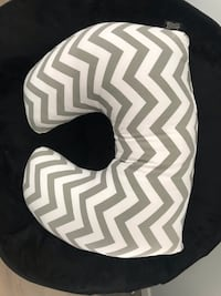 White and black chevron print textile 里贾纳, S4W 0T4