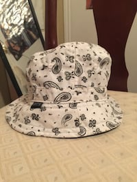 Used black and white paisley bucket hat for sale in Garland - letgo d1e688621f6a