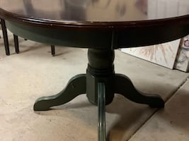 Better home and gardens pedestal dining table