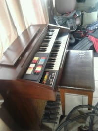 Piano smaller one works good everything on it