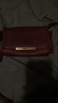 Maroon guess leather hand bag St Catharines, L2P 2Z1