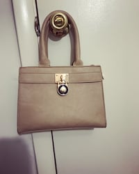Like new hand bag