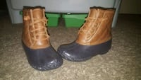 Kids pair of brown leather duck boots size 1 Placentia, 92870