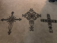 3 large metal crosses Winchester, 22601