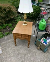 Nice and table with brass lamp Louisville, 40243