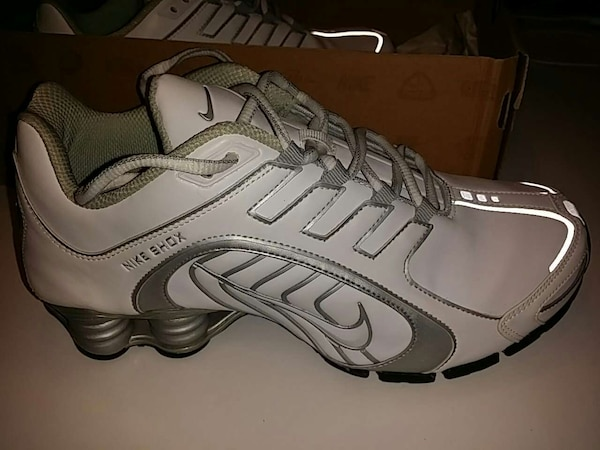 low priced e4841 96953 women's Nike shox navina white