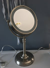 Vanity Mirror (Lights up/Magnifying) Vancouver, V5M 1P6