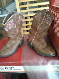 Size 11 Girls boots Terre Haute, 47805