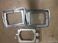 two stainless steel pet bowls Westland, 48186