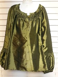 Size XS green long sleeve top