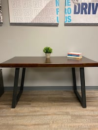 Four gently used desk Columbia, 21044
