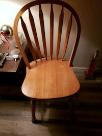 Beautiful and solid pine kitchen chair  Edmonton, T5M 2P1