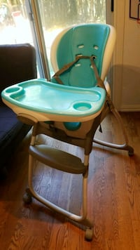 baby's green and white high chair Mississauga, L5L 2R1