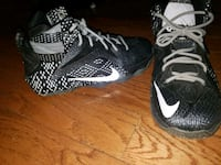 pair of black-and-white Nike basketball shoes Gladstone, 64119