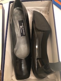 Shoes size 8.5 Souliers Montreal, H1T