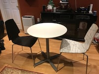 Small white wooden table w/ 2chairs